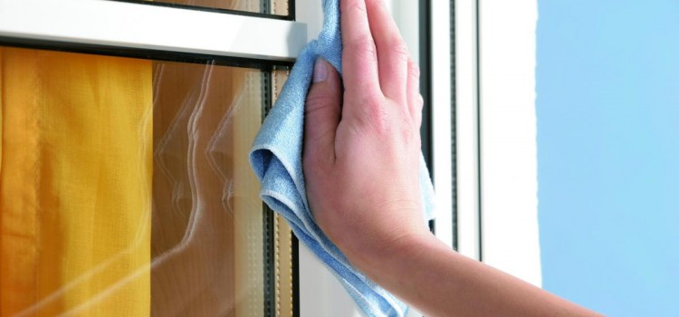 Údržba plastových okien a žaluzií.